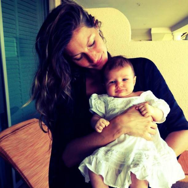Vivian Lake, a segunda filha de Gisele Bündchen com o jogador de futebol americano Tom Brady, veio ao mundo na casa dos pais, assim como seu irmão mais velho, Benjamin. (Foto: Instagram)