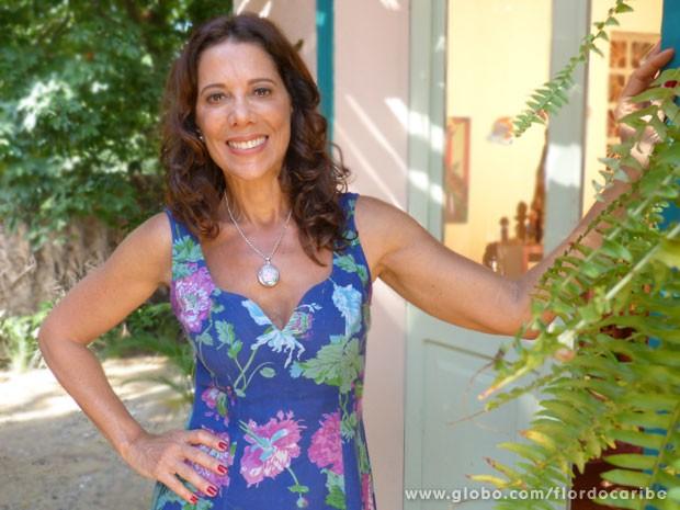 Angela Vieira dá o segredo do corpão aos anos (Foto: Flor do Caribe / TV Globo)