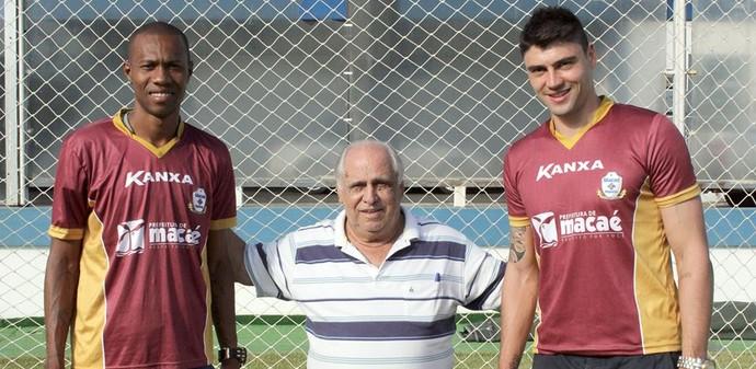 Brinner e Pedro Oldoni do Macaé (Foto: Tiago Ferreira)