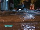 Adutora da Sabesp se rompe e alaga ruas na região da Bela Vista