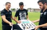 Sócios do Vozão receberam das mãos de Magno Alves uma camisa autografada