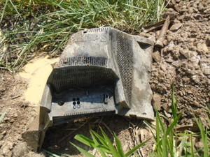 Parte de televisão encontrada dentro do esgoto em Piracicaba (Foto: Divulgação/Águas do Mirante)