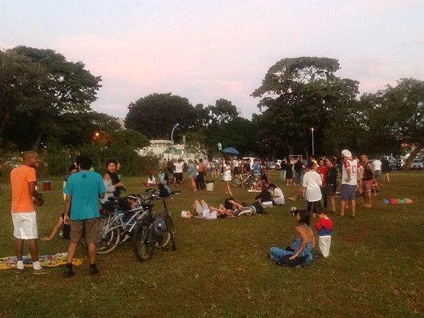 Produtores culturais e ativistas fazem samba na 206/207 Sul, em protesto contra a Lei do Silêncio no DF (Foto: Mateus Rodrigues/G1)