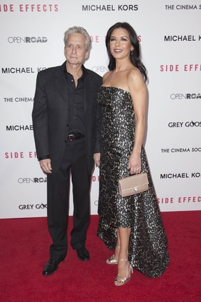 Michael Douglas e Catherine Zeta-Jones na première de filme em Nova York, nos Estados Unidos (Foto: Andrew Kelly/ Reuters/ Agência)