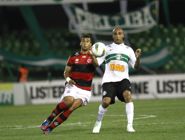 Wellinton Flamengo e Deivid Coritiba (Foto: Geraldo Bubniak / Ag. Estado)