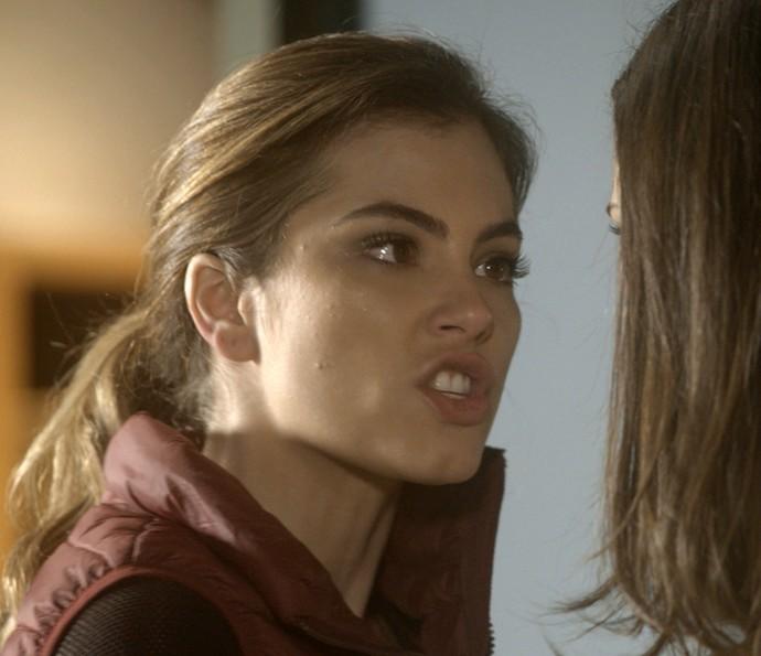 Camila enfrenta Aline e diz a verdade para Letícia (Foto: TV Globo)