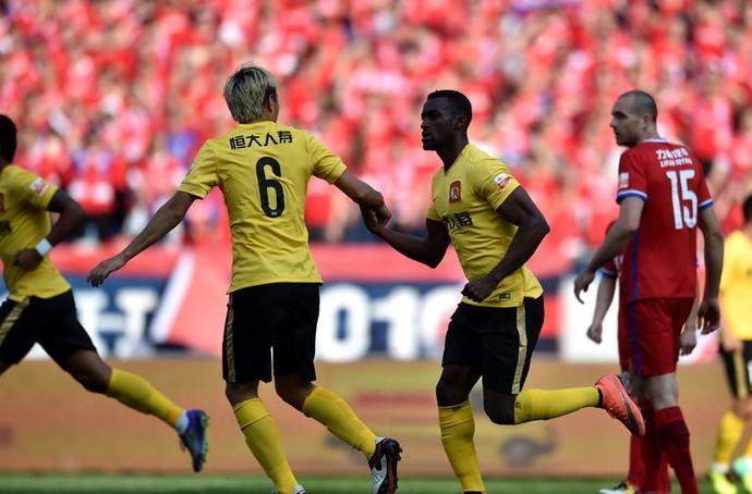 Jackson Martínez comemora gol Guangzhou Evergrande (Foto: Reprodução Sina.com)