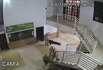Assalto em Brusque (Foto: Divulgação: sistema vigilância PROTENET)