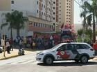 Integrantes de movimentos sociais fazem protesto em Bauru