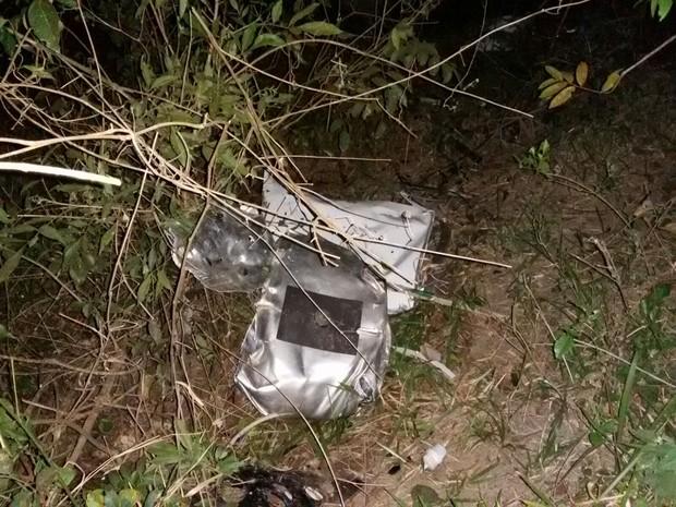 Peças ficaram espalhadas após acidente em Mirassol (Foto: Juliano Abocater/ TV TEM)