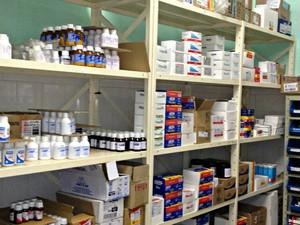 Farmácia fica vazia, sem profissional habilitado (Foto: Rosiane Vargas/ G1)