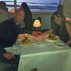 Carina e o namorado, também americano, com que está junto há seis meses (Foto: Arquivo pessoal)