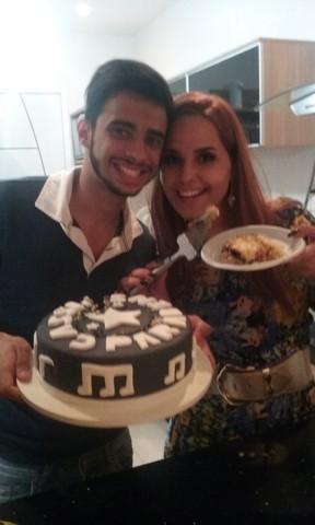 Perlla comemora aniversário do marido, Cássio Castilhol (Foto: Guimarães Assessoria/ Divulgação)