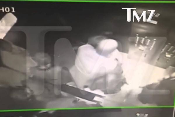 A briga entre Jay-Z e Solange Knowles dentro de um elevador em 2014 (Foto: Reprodução)