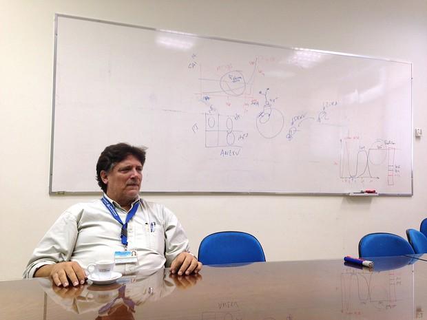 O virologista Paolo Zanotto, da USP, coordenador da rede que pesquisa o vírus zika em São Paulo (Foto: Rafael Garcia/G1)