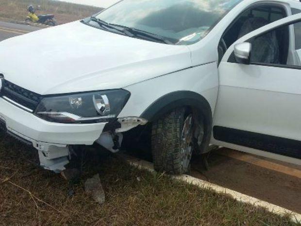 PM diz que ao chegar no local do acidente encontrou jovem chutando lataria do carro (Foto: Rota Policial News/ Reprodução)