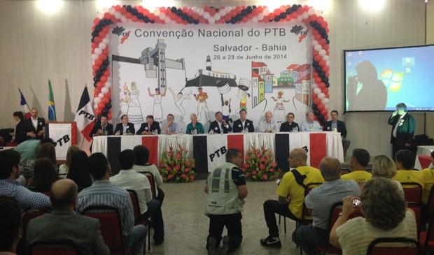 O presidente do PTB, Benito Gama, discursa durante convenção do partido, em Salvador (Foto: Ruan Melo/G1)