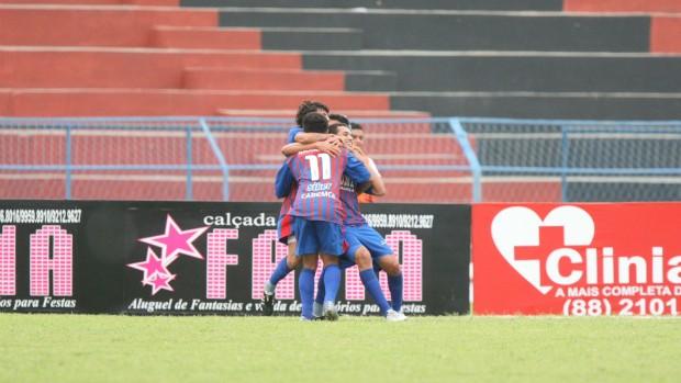 Icasa x Tiradentes pela 6ª rodada do Campeonato Cearense 2012 (Foto: Normando Sóracles/Ag. Miséria de Comunicação)