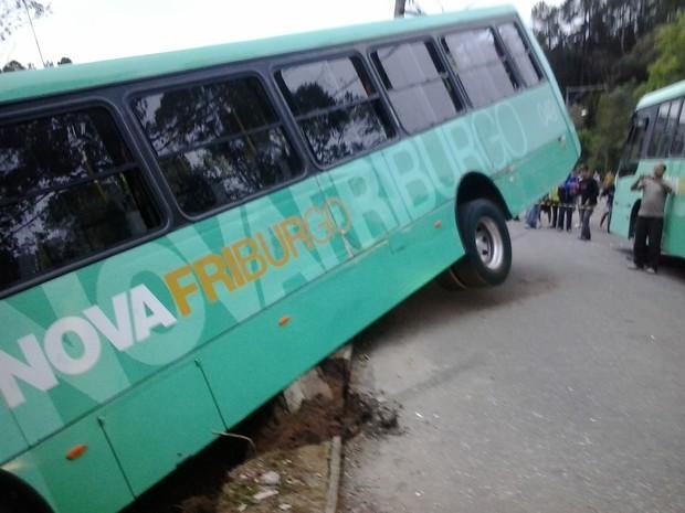Acidente ônibus Friburgo (Foto: Paulo Cezar Macedo)