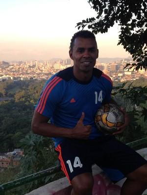 Bartolo, jogador do Kasma Club, do Kuwait, nascido na Mangueira (Foto: Flávio Dilascio)