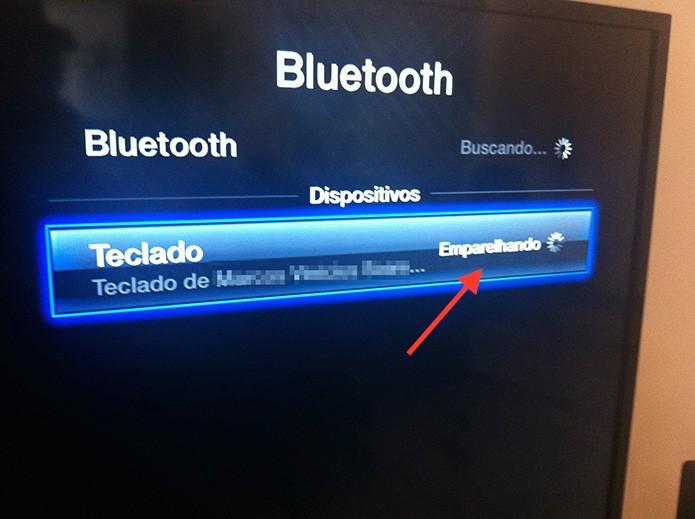 Aguardando o pareamento do teclado Bluetooth com a Apple TV (Foto: Marvin Costa/TechTudo)