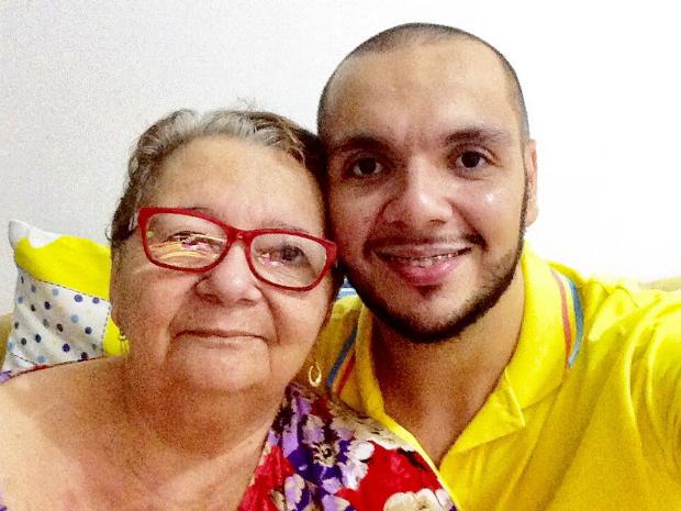 Breno e a mãe, Maria Amélia Neves Alves, que faleceu por problemas cardíacos (Foto: Arquivo Pessoal/Breno Zamar)