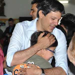 Fernando Haddad durante missa em Itaquera (Foto: Gero/Futura Press/Estad&#227;o Conte&#250;do) (Foto: Gero/Futura Press/Estad&#227;o Conte&#250;do)