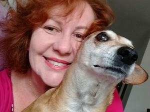 Sandra Vergili e a cachorrinha Nina (Foto: Arquivo pessoal)
