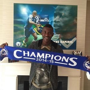 Ramires cachecol Chelsea campeão inglês 2014/15 (Foto: Reprodução Instagram)