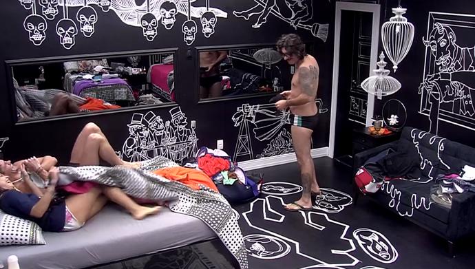 Ilmar cai na brincadeira de Marcos e Emilly (Foto: TV Globo)