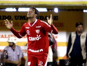 Val jogador Mogi Mirim (Foto: Thales Stadler / Agência Estado)