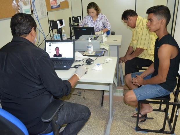A expectativa no Cartório Eleitoral é que a demanda aumente de 30 para 90 solicitações de primeiro título por dia. (Foto: Magda Oliveira)