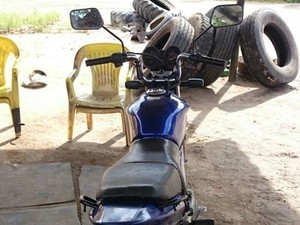 Moto furtada recuperada em Pará de Minas (Foto: Polícia Militar/Divulgação)