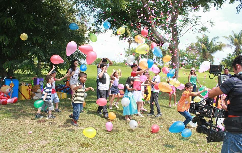 Criançada entrou no clima natalino e se divertiu (Foto: Katiúscia Monteiro/ Rede Amazônica)