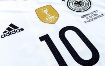 """BLOG: Podolski divulga camisa das quartas e promove jogo: """"Te vejo amanhã, Itália"""""""