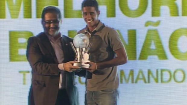 gabriel troféu Bahia (Foto: Reprodução / TV Bahia)
