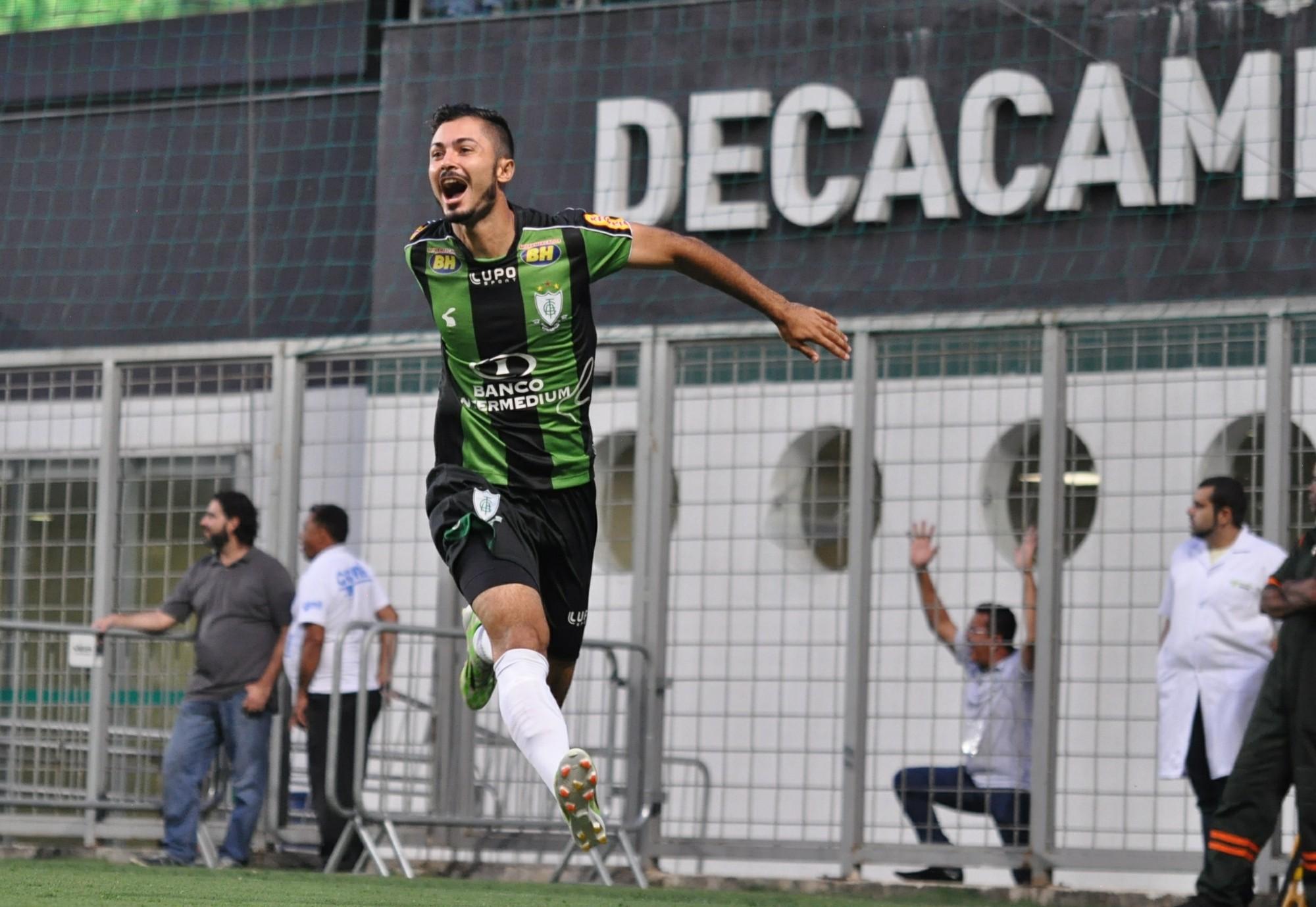 Bruno Sávio comemora gol do América-MG contra o Villa Nova