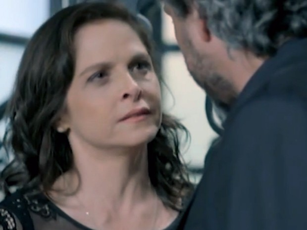 Cora desiste de oferta e desdenha de José Alfredo (Foto: Tv Globo)
