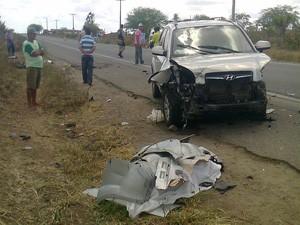 Motociclista morre em acidente com dois carros e um caminhão na BR-324 (Foto: Imagens / TV Bahia)