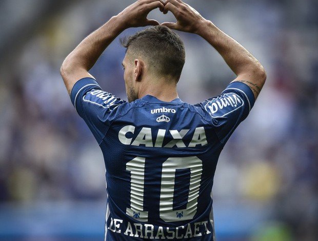 Arrascaeta; Cruzeiro