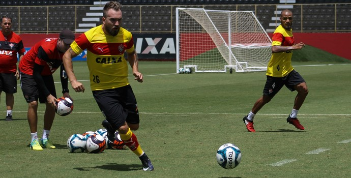 Willian Farias em treino do Vitória (Foto: Maurícia da Mata / Divulgação / EC Vitória)
