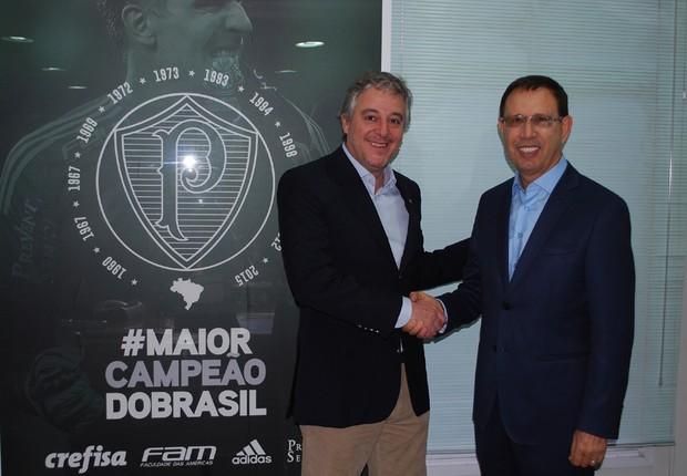Paulo Nobre e Carlos Wizard durante lançamento da Academia de Futebol, rede de franquias de escolinhas do Palmeiras (Foto: Divulgação)