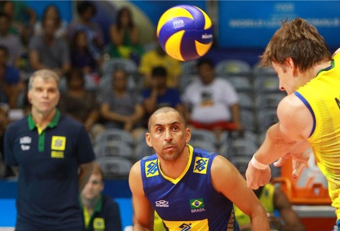 Brasil x França Murilo finais Liga Mundial vôlei (Foto: Divulgação / FIVB)