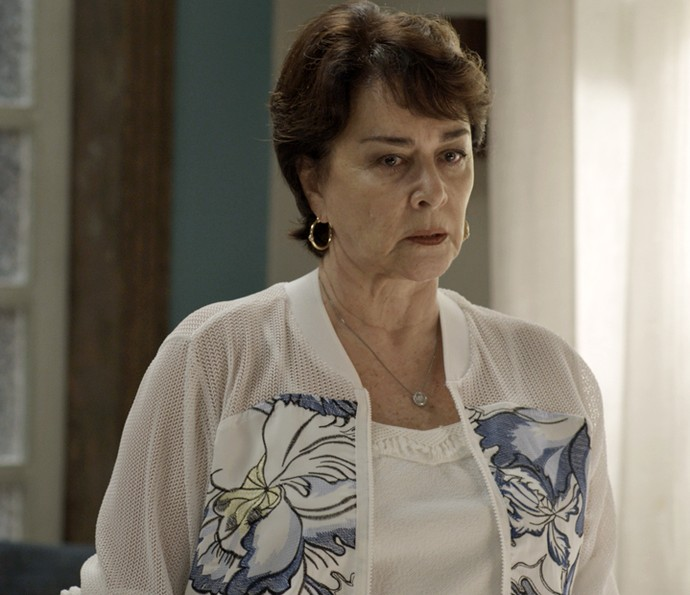 Mocinha vai com Tanaka procurar casa nova (Foto: TV Globo)