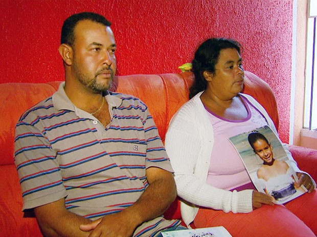 Pais de Camila Graziele desaparecida