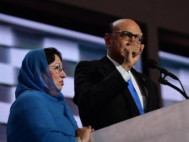 Para Ghazala Khan, Donald Trump desconhece o significado da palavra 'sacrifício'  (Foto: Robyn Beck / AFP)