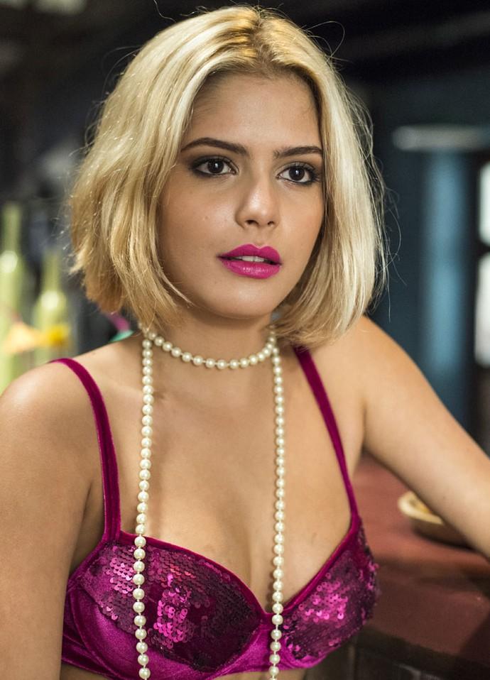 Julia Dalavia grava cenas quentes na pele da garota de programa Mayara (Foto: Globo/Estevam Avellar)