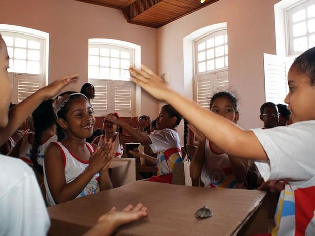 Crianças participam de Fliquinha, em Cachoeira, na Bahia (Foto: Egi Santana/G1 BA)