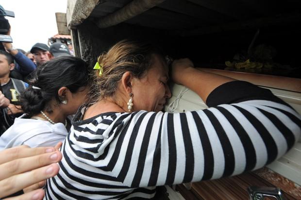 Mãe da Miss Honduras Mundo (Foto: AFP)