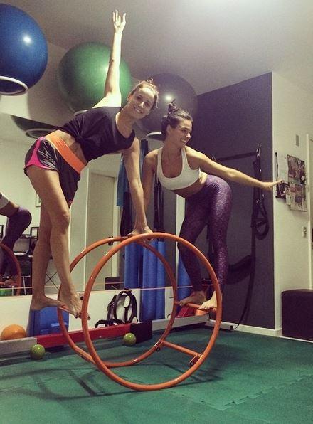 Maria João e Isis Valverdem fazem aula de pilates (Foto: Instagram/Reprodução)